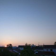 Tout juste levé #Niort #sunrise #ciel #cielo #cielfie #sky #himmel #instasky #instablue #blue #bleu #blau #azul #lcdj #lecieldujour #nofilter #France #skyporn