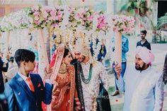 Trending Phoolon ki Chadar Styles for 2019 Wedding Trends - Witty Vows Bride Groom Photos, Indian Bride And Groom, Red Wedding, Wedding Shoot, Wedding Trends, Wedding Blog, Bridal Makeup Tips, Sabyasachi Bride, Indian Wedding Planning