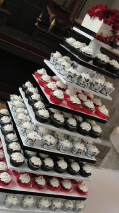 ... Red Black And White Cupcakes