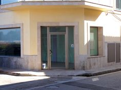 Eingang zum Ladenlokal Santanyi in Mallorcas Südosten - hier gibt es bald den Rayaworx Coworking & Meeting Space powered by COWOXU Mallorca, S.L.