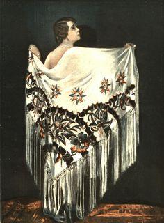 """Hit lat dwudziestych - hiszpańska chusta z frędzlami. Ta na zdjęciu pochodzi z oferty domu mody """"B. Herse"""", a prezentowana jest przez artystkę teatralną Marię Gorczyńską. (Źródło: Teatr i życie wytworne 1927, nr 3)"""