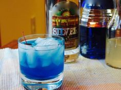 I think blue curacao cocktails are very refreshing and some of my favorite cocktails contain this delicious liqueur. Check out 10 of (what I think are) the best blue curacao cocktails. Blue Alcoholic Drinks, Blue Drinks, Fruity Cocktails, Mixed Drinks, Alcoholic Shots, Alcoholic Desserts, Alcohol Drink Recipes, Punch Recipes, Salad Recipes