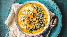 Juuressosekeitto hernerouheella on ruokaisa ja maistuva - Kotiliesi. Hummus, Curry, Baking, Eat, Ethnic Recipes, Soups, Food, Curries, Bakken
