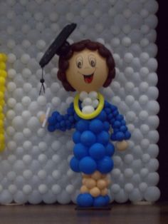 Одноклассники Ballon Decorations, Graduation Balloons, Balloon Dress, High School Graduation, Smurfs, Preschool, Sculptures, Baby Shower, Dolls