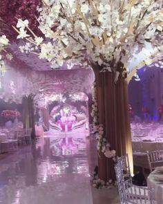 """2,439 mentions J'aime, 50 commentaires - WedLuxe (@wedluxe) sur Instagram: """"Extravagant doesn't even begin to cut it! #repost @ax_armina decor: @royal_decor_spb"""""""