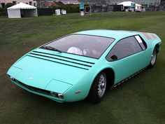 Bizzarrini Manta, my dreamcar. I love the fact that the driver sits in the middle with a passanger on each side;)