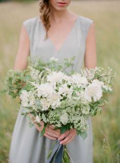 Beautiful overflowing garden flowers (Photo by Greg Finck via Grey Likes Weddings)