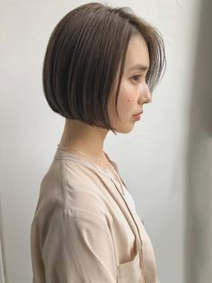 66 Chic Short Bob Hairstyles & Haircuts for Women in 2019 - Hairstyles Trends Asymmetrical Bob Haircuts, Stacked Bob Hairstyles, Trendy Haircuts, Elegant Hairstyles, Hairstyles Haircuts, Amazing Hairstyles, Long Choppy Bobs, Trending Hairstyles, Wavy Hair