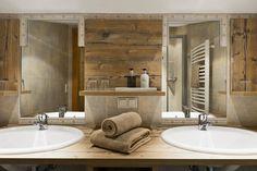 Badezimmer in der Ferienwohnung // Bathroom in the holiday apartment Double Vanity, Bathroom Lighting, Mirror, Furniture, Home Decor, Floor Layout, Full Bath, Arnica Montana, Violets