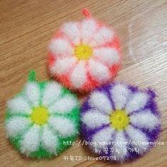 이미지 출처 = 핀터레스트- 모티브를 참고로 만든 수세미 -☆ 수세미 도안 ☆ - 일반 호빵수세미보다 콧수... Crochet Mandala, Knit Crochet, Crochet Projects, Diy Projects, Crochet Scrubbies, Signature Design, Soft Furnishings, Couture, Crochet Earrings