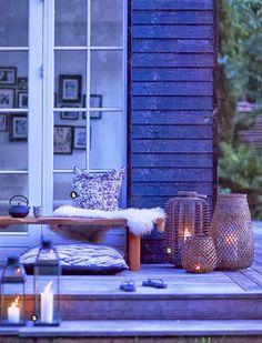 Las linternas dan luz a la terraza #estilonordico #iluminación #faroles  #design #deco #living #otoño