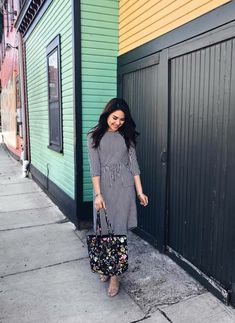 @thedarlingstyle Super pretty, elegant Striped Midi Dress. Modest fashionista. Skirt Style. Modest Fashion. Getting Into The Spring Chic Style. Moda Modesta. Perfect for spring, and your closet! ;)