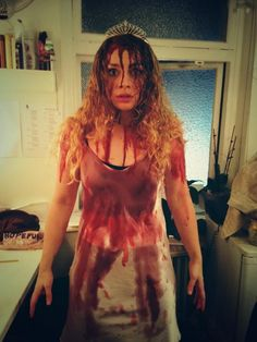 WICKED Carrie Halloween costume props to Carrie Hope Fletcher! Carrie Halloween Costume, Character Halloween Costumes, Halloween Inspo, Scary Halloween Costumes, Halloween Cosplay, Halloween Outfits, Cool Costumes, Costume Ideas, Movie Fancy Dress