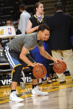 Stephen Curry wearing Under Armour Curry One Splash Party