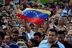 Militares venezolanos podrán usar armas de fuego en protestas