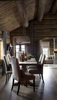 If you are decorating your chalet or wooden cabin, these ideas may be of use for you. Today we are having a look at chalet dining rooms and zones . Cabin Interiors, Rustic Interiors, Cabin Homes, Log Homes, Chalet Design, House Design, Chalet Style, Chalet Interior, Interior Design