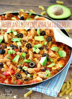 Quick, easy and tasty! This effortless Mexican Chicken Pasta Skillet Meal comes together in 20 minutes flat. Now, that's a busy weeknight dinner I can get down with! Duck Recipes, Mexican Food Recipes, Dinner Recipes, Ethnic Recipes, Healthy Cooking, Healthy Recipes, Healthy Eats, Lemon Garlic Pasta, Mexican Chicken