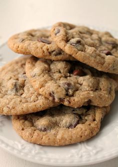 These Whole Wheat Chocolate Chip Cookies with Oatmeal and Ground Almonds will blow your mind. You will never believe that something this delicious could have so many healthy ingredients. ~ http://reallifedinner.com