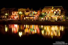 http://www.chocolate-fish.net/albums/Vietnam/Centre/Hoi-An-river-by-night-10699.jpg