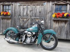 Luv this Knucklehead!the color & all. Knucklehead Motorcycle, Harley Davidson Knucklehead, Harley Davidson Motorcycles, Vintage Motorcycles, Cars Motorcycles, Knuckle Head, Harley Fatboy, Bike Builder, Custom Bikes