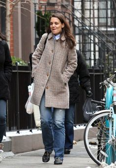 Katie Holmes Casual Loafers - Katie Holmes pulled her casual look together with a pair of black Gucci loafers.