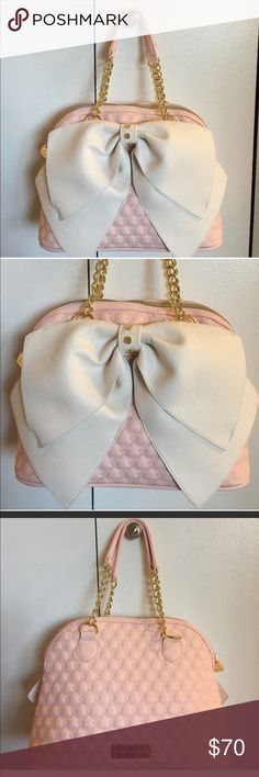 ❗️restocked❗️Betsey Johnson pink bag Beautiful Betsey Johnson bag with quilted design and big bow in front . Top zipper closure. Goldtone hardware .✅Reasonable offers will be considered. Pls use offer button. ❌No trades ❌ Betsey Johnson Bags Satchels
