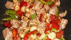 Grilled shrimp, mushrooms and tomatoes on roasted potatoes Tasty, Yummy Food, Grilled Shrimp, Roasted Potatoes, Kung Pao Chicken, Cauliflower, Feta, Grilling, Stuffed Mushrooms