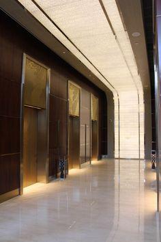 上海静安香格里拉酒店公共区域-高清图片 - 酒店餐饮[HD] - 马蹄网|MT-BBS Space Interiors, Hotel Interiors, Lobby Interior, Interior Lighting, Elevator Lobby Design, Banquette Seating Restaurant, Hotel Corridor, Lift Design, Japanese Interior Design