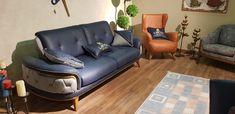 Blue Velvet Sofa Living Room, Living Room Sofa, Living Room Decor, Sofa Bed, Couch, Luxury Sofa, Furniture Inspiration, Sofa Furniture, Office Interiors