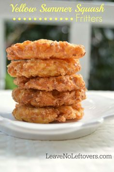 Yellow summer squash fritters are a delicious addition to any meal. Use it as an appetizer or a side dish. Fried Squash Recipes, Yellow Squash Recipes, Summer Squash Recipes, Veggie Recipes, Cooking Recipes, Crookneck Squash Recipes, Curry Recipes, Fried Yellow Squash, Baked Summer Squash