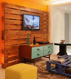 Cheap Home Furniture Ideas with Wooden Pallets: Pallets can be dismantled and re-cycled into wooden planks and then you have world of ideas to implement. Pallet Home Decor, Wood Pallet Furniture, Diy Room Decor, Pallet House, Wood Palette Wall, Palettes Murales, Cheap Home Furniture, Sweet Home, Diy Casa