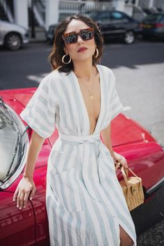maxi dress for an easy summer outfit for young women, chic summer outfit for women in their 20s and 30s