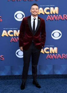 Kane Brown arrives at the Annual Academy of Country Music Awards at the MGM Grand Garden Arena . Red Velvet Suit, Velvet Suit Jacket, Academy Of Country Music, Country Music Awards, Hot Country Boys, Black Dress Pants, White Dress, Kane Brown, Country Musicians
