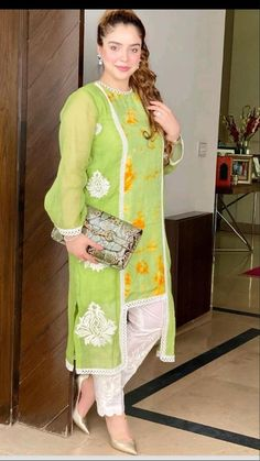 Girls Frock Design, Fancy Dress Design, Stylish Dress Designs, Kurti Neck Designs, Kurta Designs Women, Kurti Designs Party Wear, Stylish Dress Book, Stylish Dresses For Girls, Beautiful Pakistani Dresses