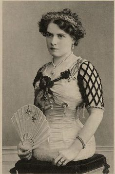 Mademoiselle Gabrielle – The Half Lady Gabrielle-Born in Basle, Switzerland, in…