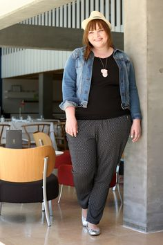 Plus Size Fashion - Plus Size Outfit - kathastrophal.de | Plus Size Outfit with printed pants by Ernsting's family
