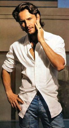 1bc2f040d55bc Rodrigo Santoro, Brazilian actor who is multilingual and drop-dead gorgeous!