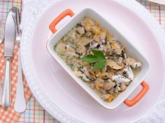 Kokotxas de bacalao en salsa de berberechos y cebollino   http://www.canalcocina.es/receta/kokotxas-de-bacalao-en-salsa-de-berberechos-y-cebollino