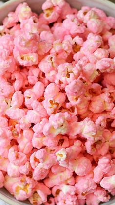 Old Fashioned Pink Popcorn (GF, vegetarian Old Fashioned Pink Popcorn ~ Even if you didn't enjoy store bought pink popcorn as a kid, you will like this homemade version. It's plain popcorn with a light candy coating and fun pink color stuff Pretty In Pink, Pink Popcorn, Colored Popcorn, White Chocolate Popcorn, Chocolate Lollipops, Pink Chocolate, Tout Rose, Pink Foods, Pink Lady