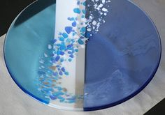 Fused Glass Plates and Bowls - Bing images Fused Glass Plates, Fused Glass Jewelry, Fused Glass Art, Glass Dishes, Glass Bowls, Dichroic Glass, Stained Glass Suncatchers, Stained Glass Crafts, Glass Fusion Ideas