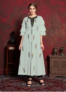 Design and style and pattern could be at the peak of your beauty after you dresses this buy party wear long kurtis online shopping. Long Kurtis Online Shopping, Ladies Kurti Design, Kurti With Jacket, Fancy Kurti, Silk Kurti, Embroidered Kurti, Party Wear Kurtis, Indian Look, Indian Party Wear