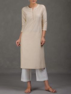 Simple Kurta Designs, Kurta Designs Women, Salwar Designs, Dress Neck Designs, Blouse Designs, Dress Indian Style, Indian Wear, Indian Attire, Kurta Cotton