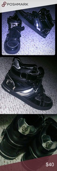 Michael Kors sneakers Used. Synthetic leather. Size: 7.5M Black and silver Michael Kors Shoes Sneakers