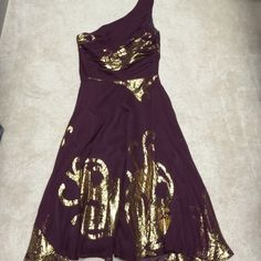 Banana Republic one shoulder dress Good used condition. Gorgeous maroon and gold flowy fabric. Size 2. Dry clean only. Under arm staining on shoulder side. But still has life in it. Side zipper closure. Ties around waist. Banana Republic Dresses Asymmetrical