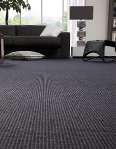 Things You Should Know About DIY Carpet Installation If you want to install a brand new carpet in your home you have two options to get the job done. Dark Carpet, Beige Carpet, New Carpet, Modern Carpet, Types Of Carpet, Carpet Styles, Bedroom Carpet, Living Room Carpet, Carpet Installation