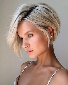 Inverted Blonde Short Bob ❤ Consider short bob hairstyles, if change is what you seek. It is always fun to try out something new, especially if it is extremely stylish and versatile. Inverted Bob Hairstyles, Bob Hairstyles For Fine Hair, Short Bob Haircuts, Hairstyles Haircuts, Fashion Hairstyles, Beautiful Hairstyles, Blonde Short Hairstyles, Short Inverted Bob Haircuts, Stylish Short Haircuts