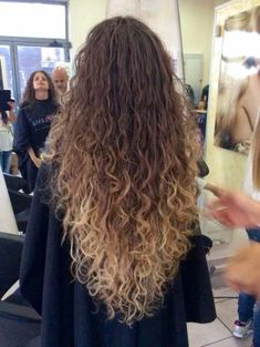 Super hair blonde color beach waves ideas You are in the right place about blonde curly hair c Curly Balayage Hair, Curly Hair Styles, Ombre Curly Hair, Colored Curly Hair, Natural Hair Styles, Blonde Balayage, Color For Curly Hair, Wavy Hair Perm, Blonde Curls