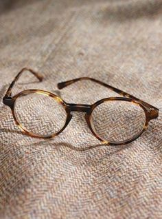 on whi uploaded by neve ★ on We Heart It – Glasses Simon Lewis, Jace Lightwood, Kill Your Darlings, Donna Tartt, A Series Of Unfortunate Events, The Secret History, Goldfinch, Hermione Granger, Karl Lagerfeld