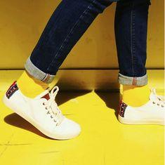 """Avec les chaussettes Archiduchesse """"Jaune Lemon""""  mettez de la couleur dans votre vie💛 Color your life Merci à Perusshoes pour les superbes chaussures 🙏"""