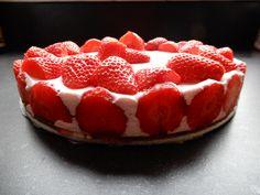 Aardbeien kwarktaart zonder pakjes en zakjes - RECEPT - Burgertrutjes Raspberry, Strawberry, High Tea, Baking Recipes, Party Time, Tart, Goodies, Low Carb, Cupcakes